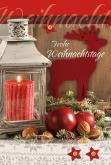 Weihnachtliche Dekoration in Rottönen mit Laterne